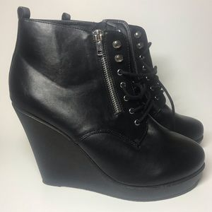 Black high bootie